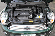 BMW ミニ(MINI)ロードスター エンジンルーム