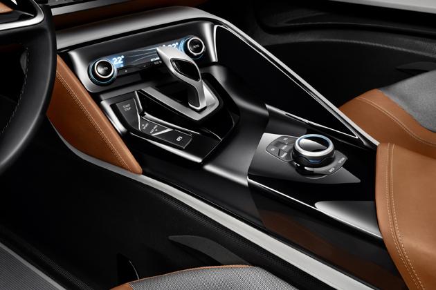 「BMW i8 コンセプト スパイダー」センターコンソール・シフト周り