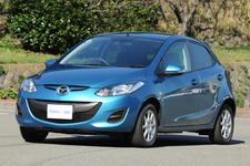 エコカー免税100%適合の例:ガソリンエンジン車「マツダ デミオ スカイアクティブ」