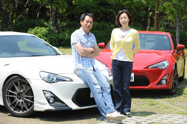 (左)飯田章氏とトヨタ 86・水戸納豆AT号/(右)飯田裕子さんとトヨタ 86・オートックワン号