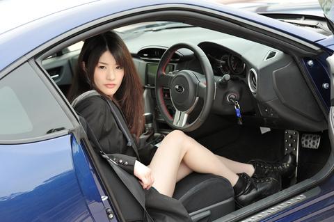 クールなドライブ美人です。
