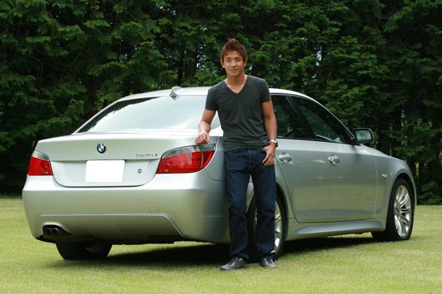 平中克幸選手と愛車のBMW 525i Mスポーツ
