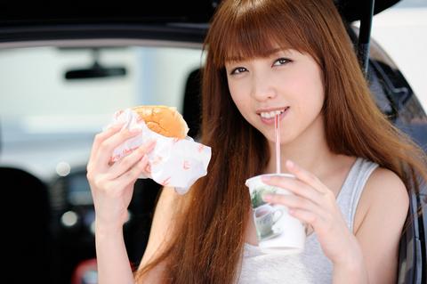 ハンバーガー、似合うね! ポスターみたい!!