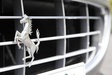 [フェラーリ カリフォルニア 30] 跳ね馬のエンブレム