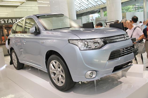 三菱 新型 アウトランダー PHEV(プラグインハイブリッド) 新型車速報 ~次期「アウトランダー」、早くも日本初公開~