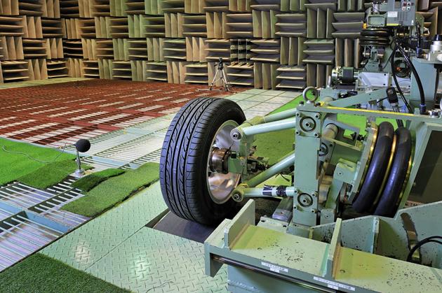 大型無強響音実験室