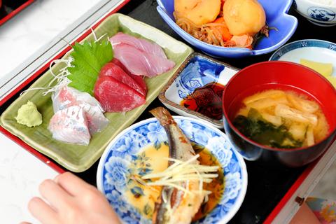 これがポッキリ定食。お値段1000円ぽっきり。港料理らしく、野趣豊か。