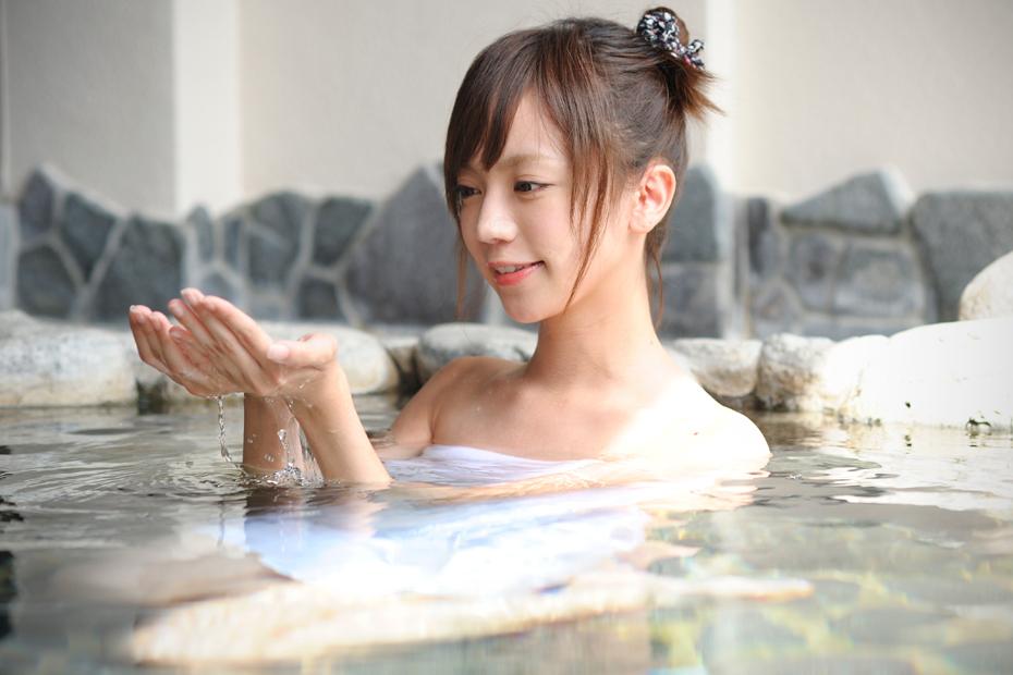 湯船につかる鎌田紘子