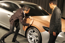 【DESIGNER'S ROOM】マツダ 新型 アテンザ デザイナーインタビュー フロントフェンダー周りの表現を説明するマツダ チーフデザイナー 玉谷 聡さん