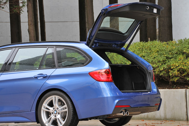 BMW 328i ツーリング M Sport オートマチック・テールゲート・オペレーション付きリアドア