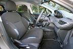 プジョー 208 Premium フロントシート