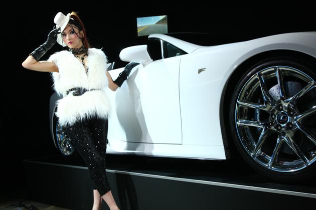 [東京オートサロン2013]レクサスブース「2UX3J」レクサスLFA SPIDER コンパニオン画像