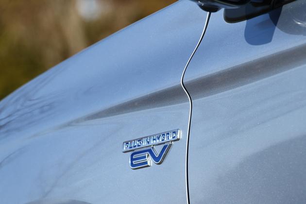 三菱 アウトランダー PHEV「G Premium Package」 プラグインハイブリッド「EV」エンブレム