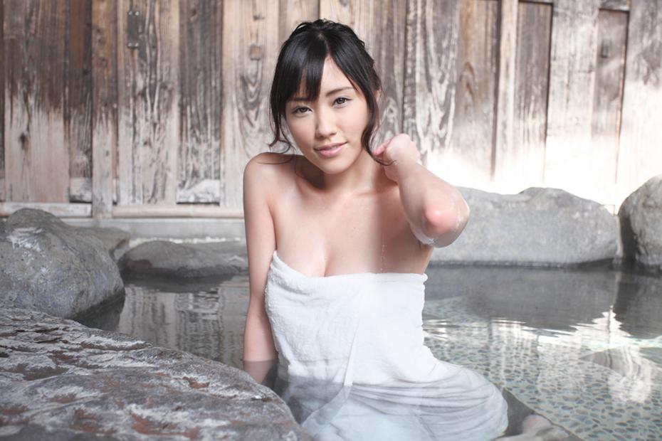 三菱 アウトランダー × 夏目ゆき【濡れ湯美人】