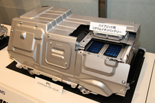 ハイブリッド用リチウムイオンバッテリーを搭載したIPU(インテリジェント・パワー・ユニット)
