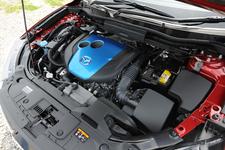 画像はマツダ CX-5 スカイアクティブDのエンジンルーム