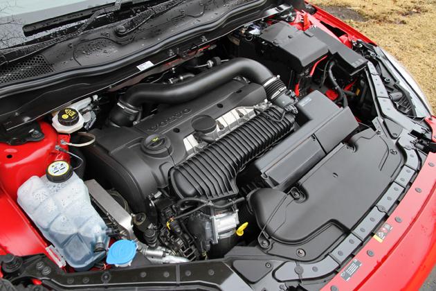 ボルボ V40 T5 R-DESIGN 2.0リッター直列5気筒 直噴 横置き DOHC 20V インタークーラー付ターボ ガソリンエンジン
