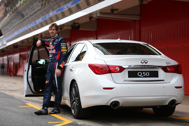 F1ドライバー、セバスチャン・ベッテル選手は、インフィニティ Q50 スポーツセダン(日本名「日産 スカイライン」)は初期段階から開発に携わっていたという。[Photo:Infiniti]