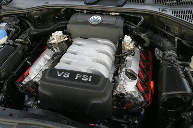 V8、4.2L、350馬力 直噴エンジン(FSI)