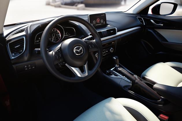マツダ 3代目 新型「アクセラスポーツ」(海外名:MAZDA3)[2013年秋デビュー予定] インパネ・運転席周り画像
