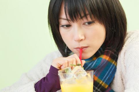 まずはオレンジジュース飲みながら