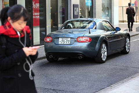 スポーツカーは、オシャレな街に映えますね
