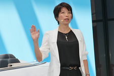 メルセデス・ベンツ 新型 Eクラスクーペ/Eクラスカブリオレ 新型車発表会速報