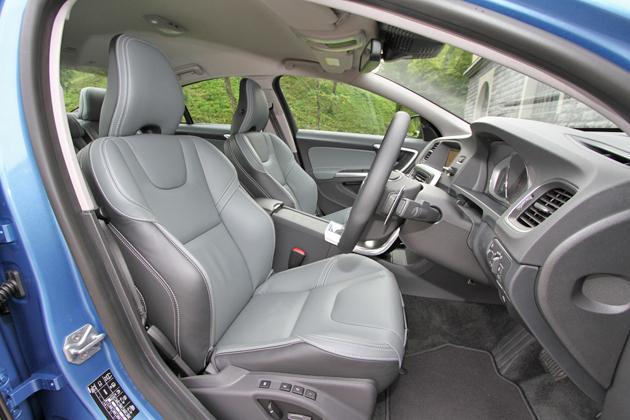ボルボ S60 T4 SE[2014年モデル] フロントシート