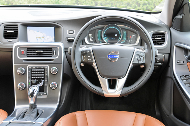 ボルボ V60 T4 SE[2014年モデル/インテリアカラー:ビーチウッド・オフブラック(本革スポーツシート)] インテリア・運転席周り