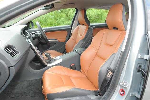 ボルボ V60 T4 SE[2014年モデル/インテリアカラー:ビーチウッド・オフブラック(本革スポーツシート)] インテリア・フロントシート