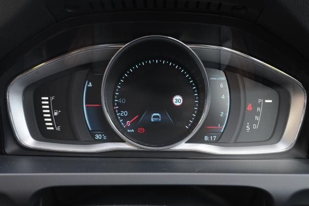 ボルボ V60 T4 SE[2014年モデル/インテリアカラー:ビーチウッド・オフブラック(本革スポーツシート)] インテリア・メーター周り