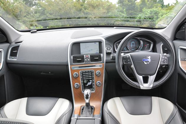 ボルボ XC60 T6 AWD[2014年モデル/インテリアカラー:ブロンド&オフブラック(本革スポーツシート)] インテリア