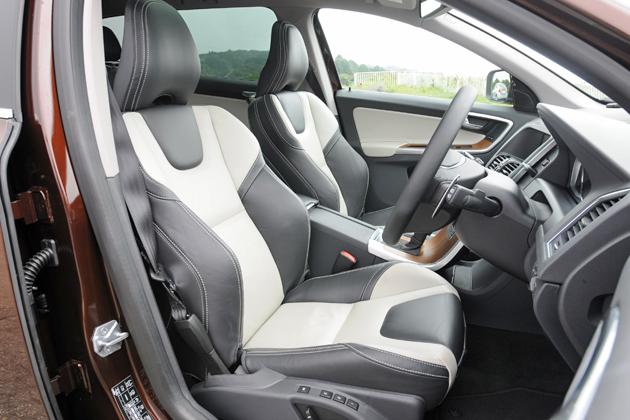 ボルボ XC60 T6 AWD[2014年モデル/インテリアカラー:ブロンド&オフブラック(本革スポーツシート)] インテリア・フロントシート