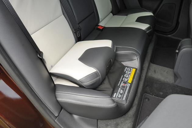 ボルボ XC60 T6 AWD[2014年モデル/インテリアカラー:ブロンド&オフブラック(本革スポーツシート)] インテリア・インテグレーテッドチャイルドクッション