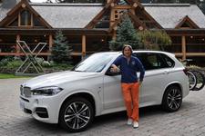 BMW 新型X5と自動車評論家の九島辰也氏