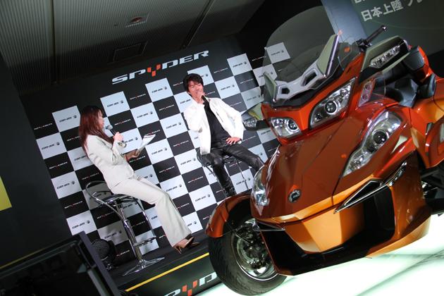 BRP Can-Am Spyder ロードスター発表会に登場した俳優の中村トオル氏