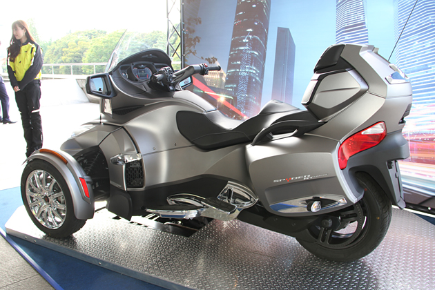 BRP Can-Am Spyder ロードスター