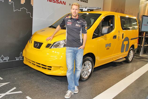 F1ドライバーのセバスチャン・ベッテル選手[インフィニティレッドブルF1チーム]と「イエローキャブ」ニューヨーク市タクシー仕様の「日産 NV200タクシー」