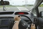 トヨタ「自動操縦による、衝突回避を支援する歩行者対応プリクラッシュセーフシステム(PCS)」