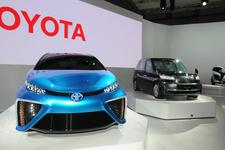 トヨタブース 左から「FCVコンセプト」・「JPN TAXIコンセプト」・「i-ROAD」