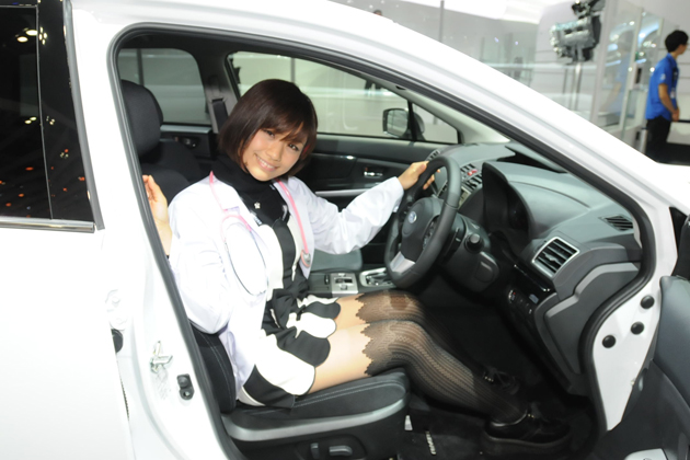 スバル「レヴォーグ」と安枝瞳ちゃん