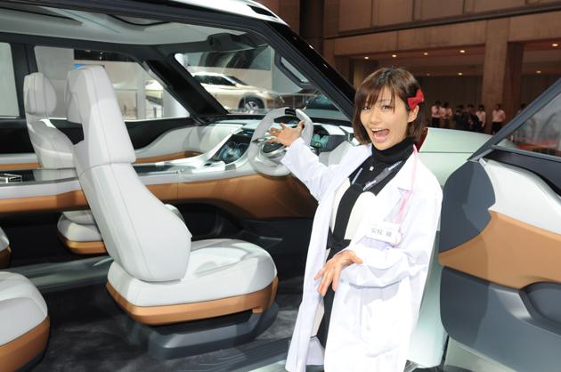 【綺麗な女医さんは好きですか?】安枝瞳の東京モーターショー診察中!【三菱編】