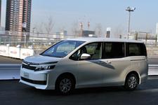 トヨタ 新型 ヴォクシー MEGA WEB ライドワン試乗[トヨタ 新型「ヴォクシー/ノア」報道発表会(2014/01/20)]