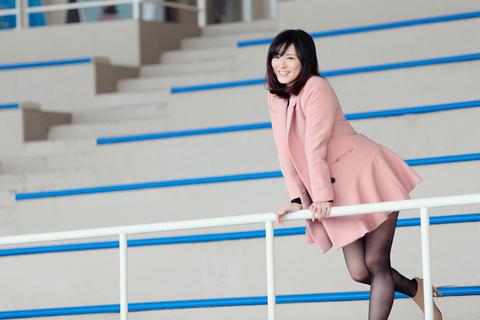 さて、イルカショースタジアムに出てきました。(@新江ノ島水族館)<アウター:ISHOOフレアコート。¥15780。Cloud9●http://ishoo.jp/><靴:Von Braun ブーティ。¥6330。大木●http://www.rakuten.ne.jp/gold/vonbraun/>