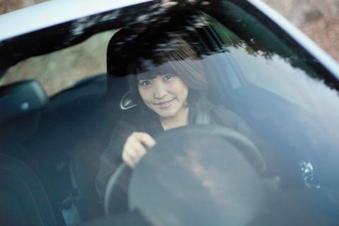 そんなやんちゃなマシンを駆るドライバーは今、人気のグラビアアイドル「岸 明日香」さん。
