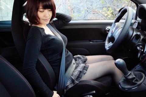 「ふぅ~、やっと着いたよぉ~!」明日香ちゃん、シートベルトに胸が・・・