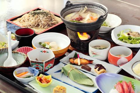 秩父小鹿野温泉旅館「梁山泊」では、日帰りコースでも豪華なランチを堪能できる