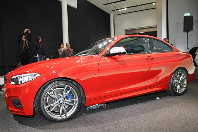 BMW M235i クーペ ボディカラー:メルボルン・レッド