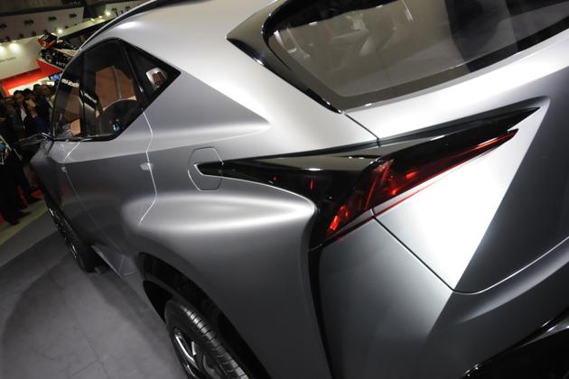 LEXUS(レクサス)「NX」のベース車である「LF-NX」 ※画像は東京モーターショー2013のもの エクステリア・リア