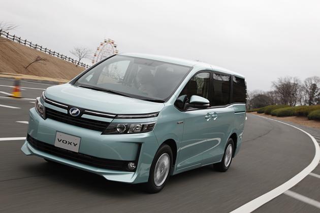 【新旧比較】「トヨタ ヴォクシー&ノア」の新型と旧型を比較してみた/渡辺陽一郎